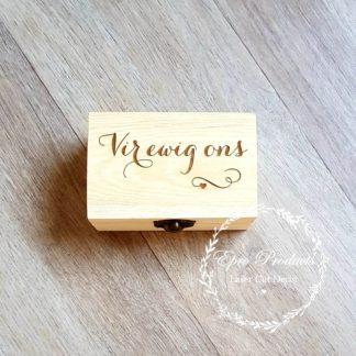 wood-engraved-wedding-ring box