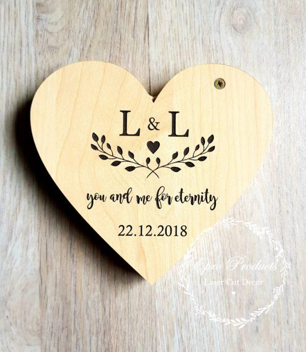 wreath-wood-heart-ring box