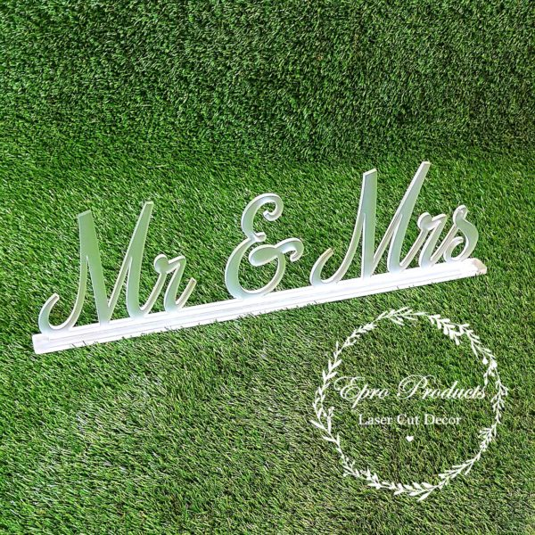 frost-wedding-sign-mr&mrs